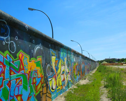 why was the berlin wall built essay